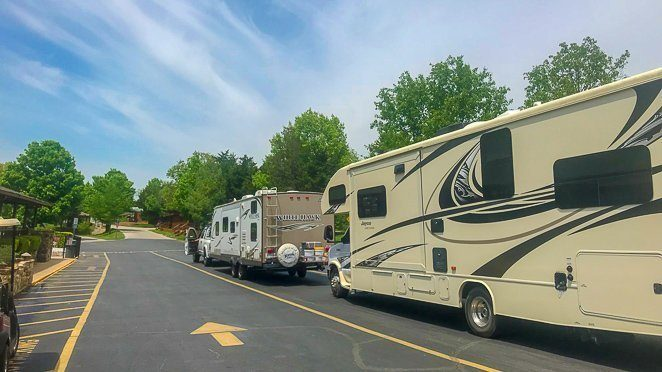 Camping with friends - Full-time RV family