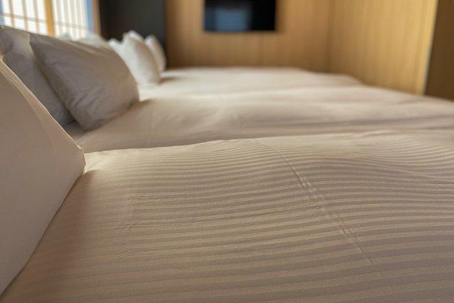 Hotel room that sleeps 8
