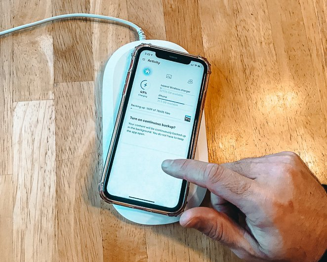Automatic Backup Wireless Charger for Travelers_